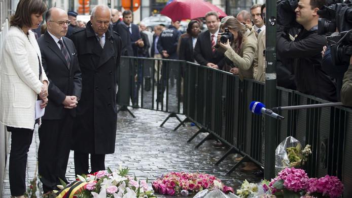 Belgische vice-premier Joelle Milquet, Franse minister van binnenlandse zaken Bernard Cazeneuve en directeur van het Joods Museum in Brussel Philippe Blondin tijdens een herdenkingsdienst voor de slachtoffers van de schietpartij.