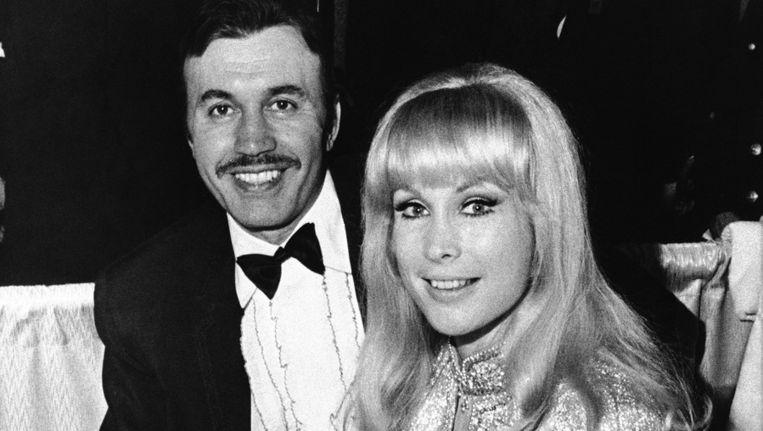 Michael Ansara, hier op een foto uit 1969 met zijn toenmalige vrouw, de actrice Barbara Eden. Beeld ap
