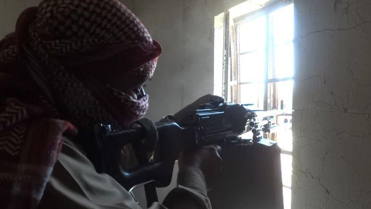 Een IS-sluipschutter in Fallujah: deze foto werd gisteren op een fotodeelwebsite gezet door IS.