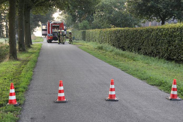 De afzetting vanwege een gaslek aan de Velddijk bij Holten.