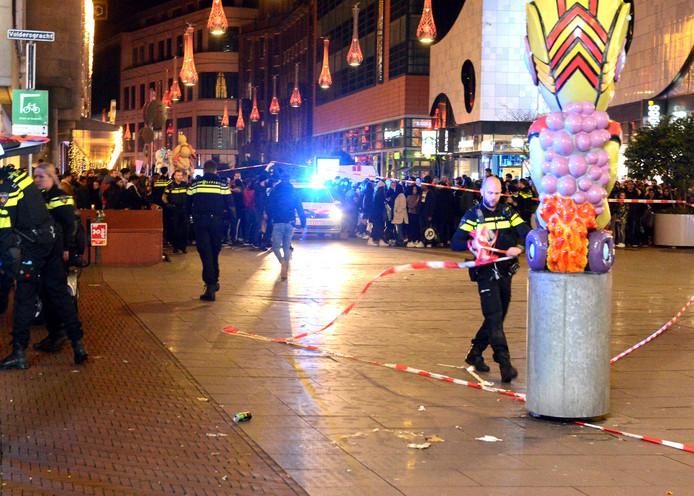 Vrijdagavond raakte drie tieners gewond bij een steekpartij op de Grote Marktstraat in Den Haag