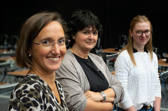 Van linksaf: Christine Lippens, professor Nadine Lybaert en Chabeli Sanders.