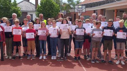 Leerlingen Springeling krijgen diploma's na fietsexamen