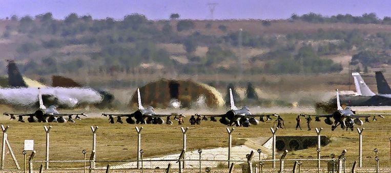 F16 gevechtsvliegtuigen (foto dateert van 1 oktober 2011). Beeld afp