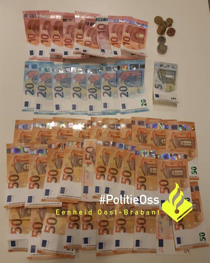 De verdachte had behoorlijk was geld bij zich. Volgens de politie in totaal 1750 euro.