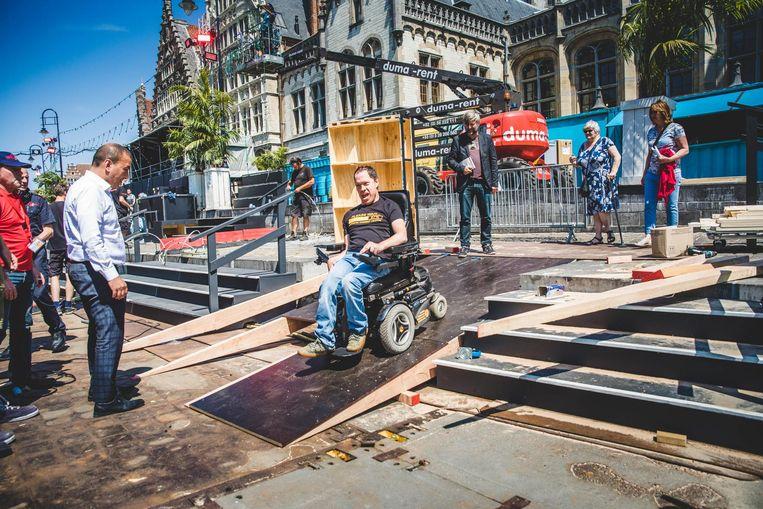 Ook de pontons van Polé Polé zijn nu toegankelijk voor rolstoelgebruikers. Voor hen werd een helling aangelegd.