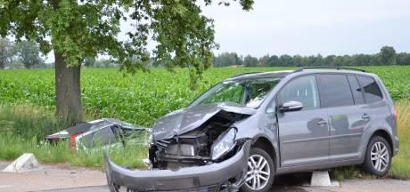 Auto in de sloot: vrouw gewond na forse aanrijding in Ruurlo
