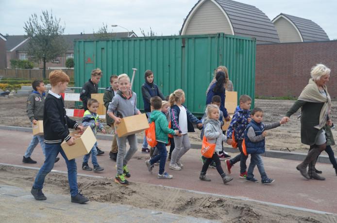 Woensdag verhuisden de kinderen nog vol goede moed naar het nieuwe gebouw.