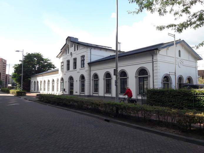 Het witte markante stationsgebouw aan het Smallepad is vanaf volgende maand het nieuwe hoofdkantoor van Gibson.