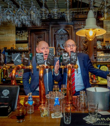 Anker en Anker maken feestje van presentatie dichtbundel in Wijchens café