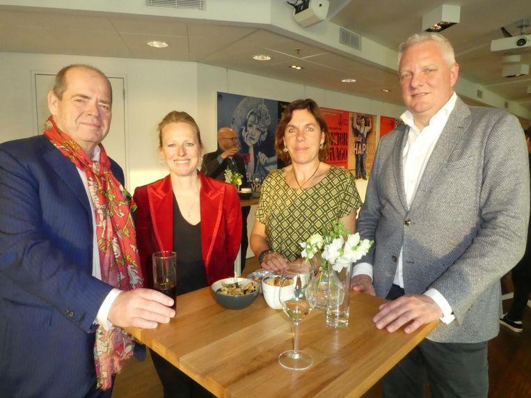 Jeroen Sparrow en Sabine van Es, ook van Cannabis Capital Convention, en Nicole Maalsté en Rutger-Jan Hebben van 420 Consultancy. Beeld Hans van der Beek