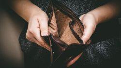Vlamingen halen de buikriem aan: 4 op de 10 vrezen financiële problemen door corona