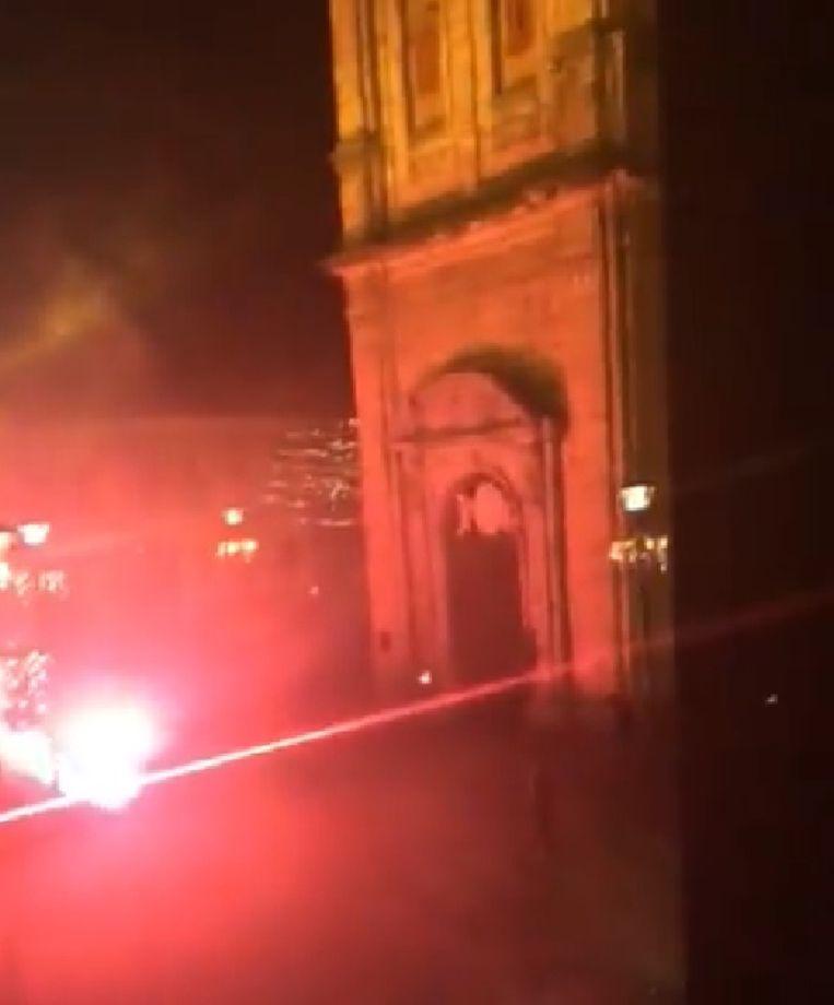 Ook ter hoogte van de Sint-Laurentiuskerk werden vuurwerk en voetzoekers ontstoken.