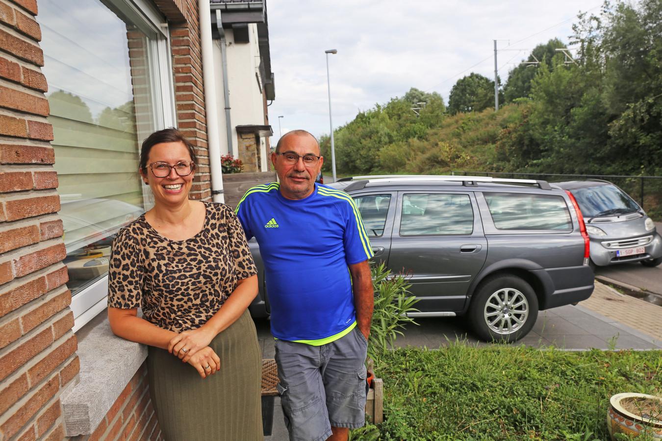 Sandrijn Van Vaerenbergh en haar buurman Rudy Hellinckx weten niet waar de trillingen vandaan komen.