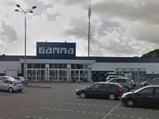 Automobilist (26) rijdt eigen broer aan bij Gamma in Vlissingen