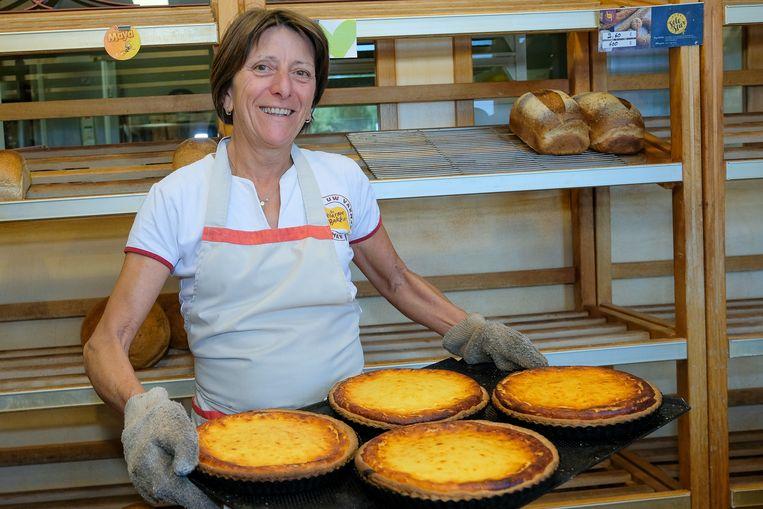Linda Vandervaeren maakt al jaren traditionele kaastaarten in haar bakkerij in Hoeilaart.