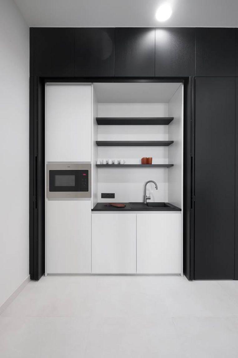 In het kantoor is ook een kitchenette voorzien door Eronda woonmode.