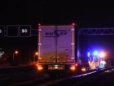 Vrachtwagenchauffeur onwel op vluchtstrook A12