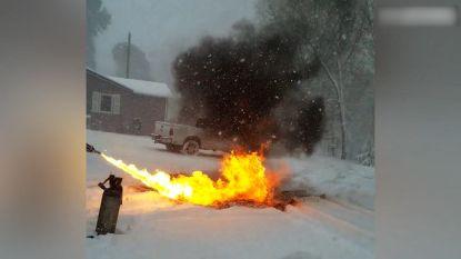 VIDEO. Sneeuw ruimen? Deze man gebruikt vlammenwerper