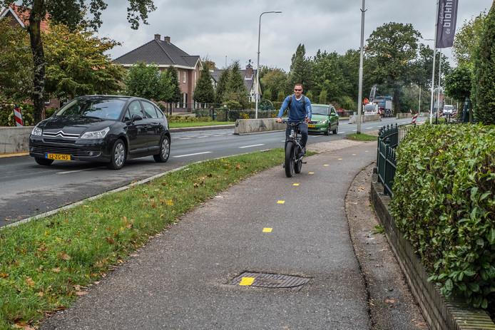 Er wordt gewerkt aan de Rijksweg door Malden. Wie een e-bike heeft, kan dezer dagen sneller op zijn werk zijn dan met de auto.