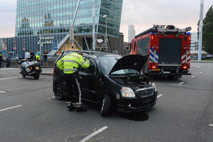 De auto is volgens de hulpdiensten twee keer over de kop gevlogen.
