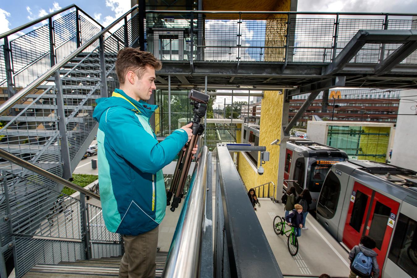 Jomir Brands geniet van de nieuwe metro.