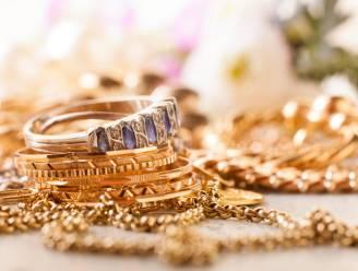 Poetshulp steelt juwelen en biedt ze te koop aan: parket vordert 10 maanden cel