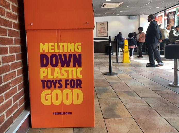 Corbeille de recyclage des jouets, dans un restaurant Burger King, à Manchester