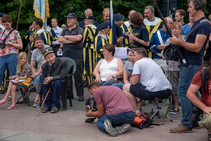 Boer Louis (Don't Worry, be happy) werd gevolgd door een cameraploeg op de 61ste Oogststoet in Massemen.