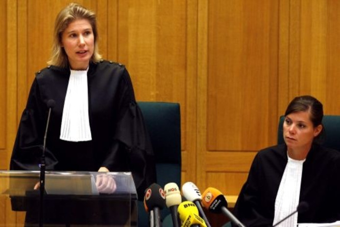 Officieren van justitie mr. Maartje Gorter en mr. Marije Bos, in de rechtszaal in Den Bosch voor een pro forma in de rechtszaak tegen zwemleraar Benno L. ANP