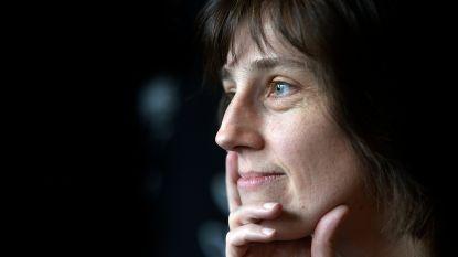 """Hannelore (42) groeide op in sekte van de 'Profeet': """"Er is me zoveel normaal geluk ontnomen"""""""