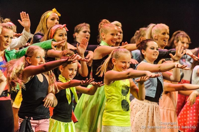 De dansers van Intense uit Wierden in actie
