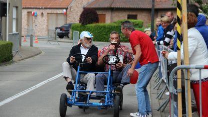 Bont peloton rijdt Elsegem Koerse voor het goede doel: plezier maken is belangrijker dan winnen