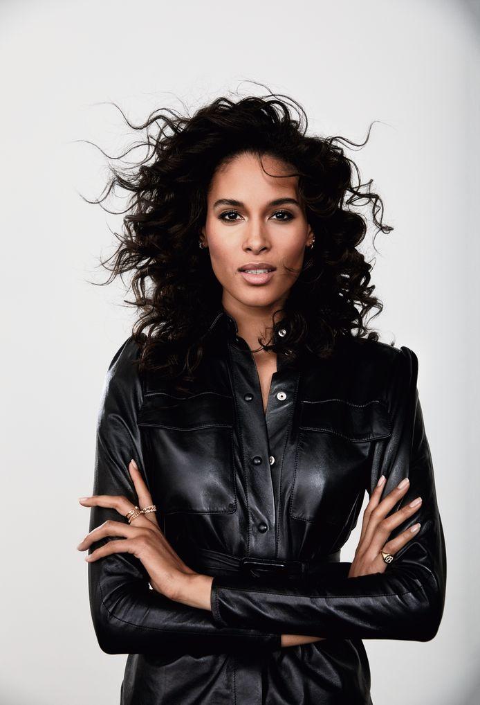 Cindy Bruna fera ses débuts en tant qu'effigie L'Oréal Paris dans les campagnes des produits Skin Paradise et Casting Crème Gloss.