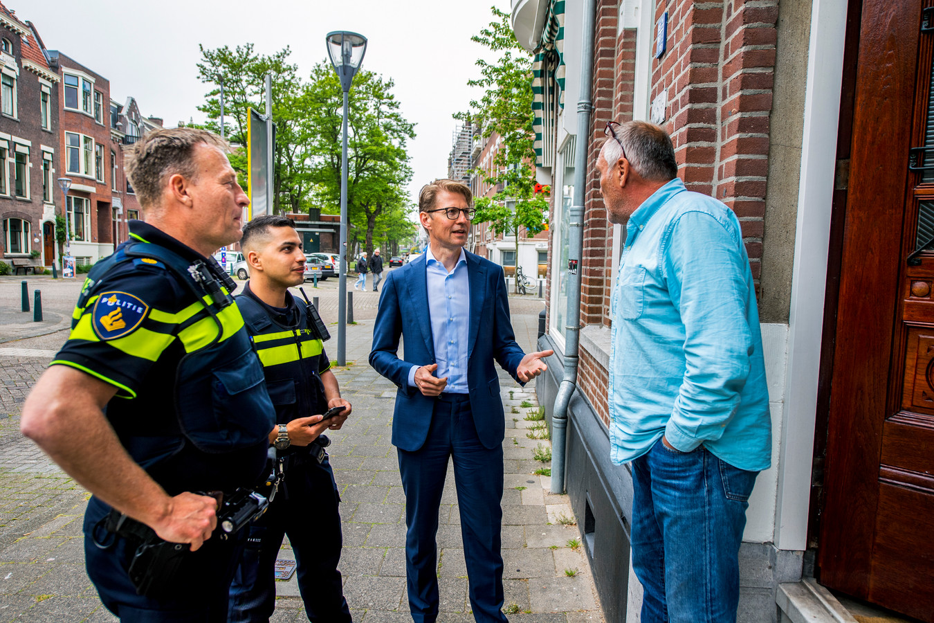 Minister Sander Dekker ging mee met een speciaal team om een voortvluchtige op te pakken