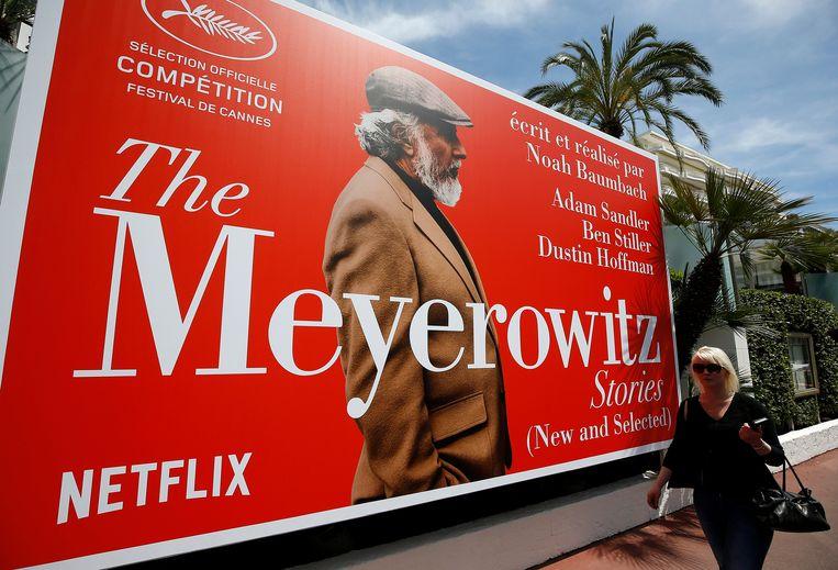 Billboard van een van de Netflix-films op het festival in Cannes. Franse bioscoopeigenaren hebben Netflix gevraagd de film in de bioscoop uit te brengen. Beeld EPA