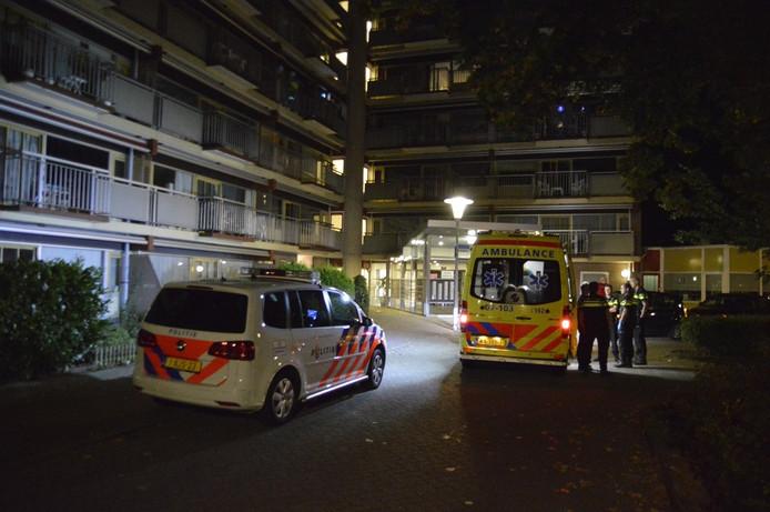 Politie en ambulance in Arnhem na de steekpartij.