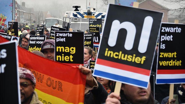 De anti-Zwarte Piet-demonstratie in Dokkum. Beeld Marcel van den Bergh / de Volkskrant