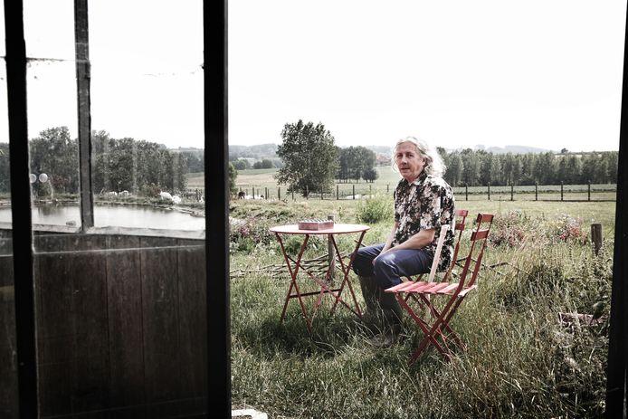 Portret van Panamarenko bij hem thuis