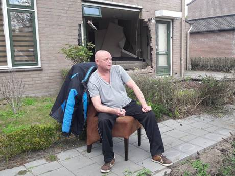 Bewoner huis Helmond waar auto binnenreed: Ik zat helemaal onder het glas