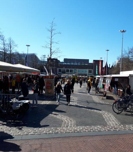 Markt Arnhem: 'Iedereen heeft zijn eigen systeem om de klant op afstand te houden'