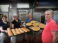 Deze bakker in Almelo maakt Kozakken met crème die niet aan je gehemelte blijft plakken