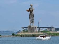 Metershoog standbeeld Hanneken van Dordrecht moet cadeau voor de stad worden