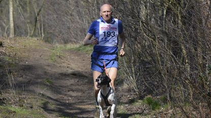 Burgemeester (70) oudste deelnemer in Canicross