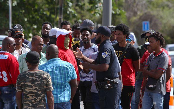 Met name op Curaçao is maatschappelijke onrust ontstaan door de economische crisis.