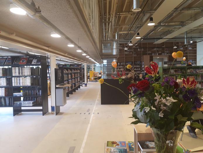 De nieuwe bibliotheek in de oude fabriekshal aan de Zevenaarse Kerkstraat.