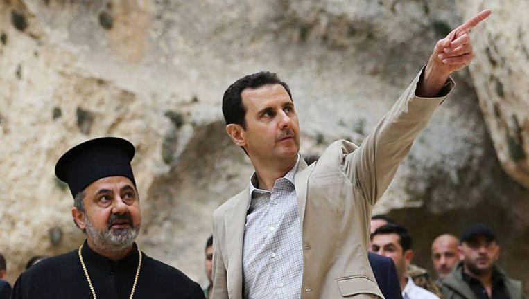 De Syrische president al-Assad op bezoek in het christelijke dorp Maaloula, nabij Damascus. Beeld ap