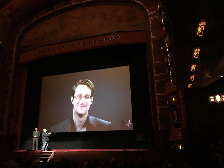 In Tuschinski bleek ook Phil Zimmermann aanwezig, de bedenker van het encryptieprogramma PGP (Pretty Good Privacy). Snowden gebruikte PGP om documenten te kunnen delen met journalisten. Beeld