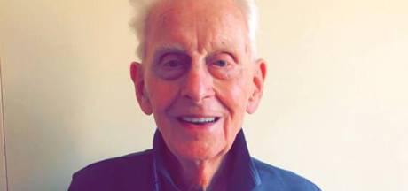 Val uit bed betekent einde Vierdaagse voor de oudste loper: Lex de Jonge (92) uit Deventer