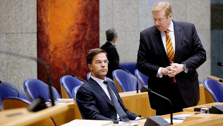 Minister Ard van der Steur (R) en minister-president Mark Rutte tijdens het Tweede Kamerdebat over de Teevendeal. Beeld null